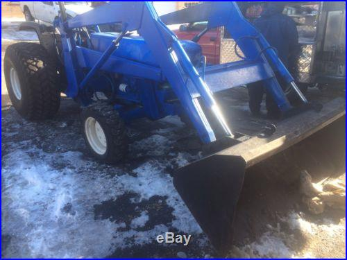 Ford Tractor Four Wheel Drive 4x4 Loader PTO Runs great Diesel