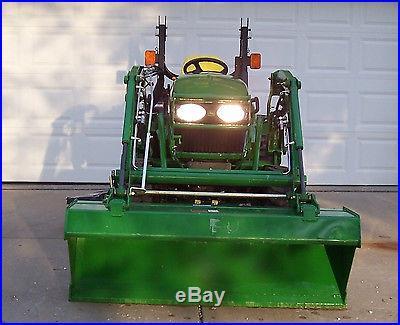 John Deere 2520 Compact Tractor