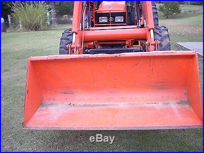 KUBOTA M105S CAB+LOADER+4X4 WITH HYD SHUTTLE TRANS- REALLY GOOD TRACTOR
