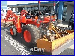 KUBOTA TRACTOR L3400 4X4 COMPACT TRACTOR WITH LOADER AND BOX BLADE ONLY 431 HRS