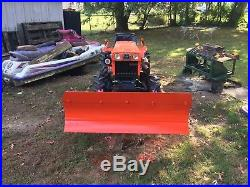Kubota B7100 4 wheel drive tractor