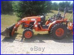 Kubota B-2630 4X4 tractor, Hydrostatic Drive, Backhoe, Loader 272 hours