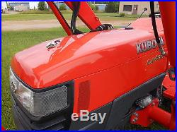 L4400HST Kubota 4WD Tractor with Loader/Excellent