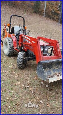 Massey Ferguson tractor backhoe 4x4 1528